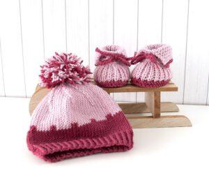 Mütze und Schuhe weinrot-rosa